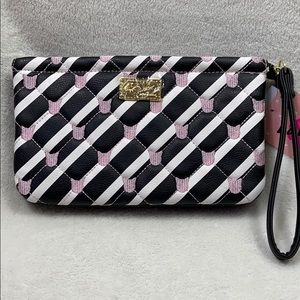 [ BETSEY JOHNSON ] Cat Quilted Clutch